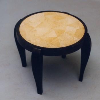 petite table ronde en bois d 39 arenc et mosa que petites tables et chevets tables matahati. Black Bedroom Furniture Sets. Home Design Ideas