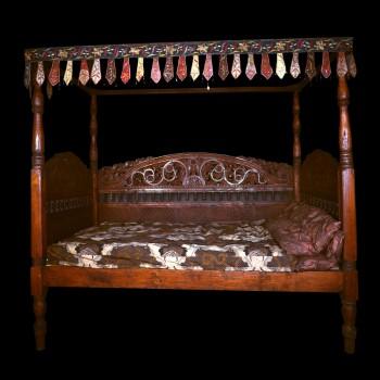 lit baldaquins ancien lits lits matahati cr ateur de mobilier durable. Black Bedroom Furniture Sets. Home Design Ideas