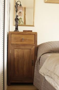 meuble de chevet sur mesure en bois petites tables et chevets tables matahati cr ateur. Black Bedroom Furniture Sets. Home Design Ideas